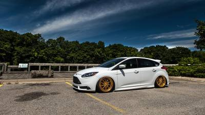 FORD  - Focus 11-17 NO REAR SHOCKS  - AIRLIFT PERFORMANCE  - Airlift  Ford Focus ST 13-18 Air Suspension Kit  : 78543 / 78643 AP Manual/3S/3P/3H